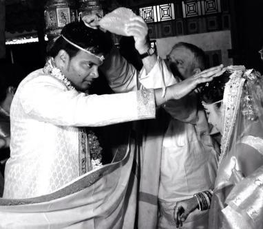 Jeelakarra bellam pette kshanam...Most auspicious moment of a wedding