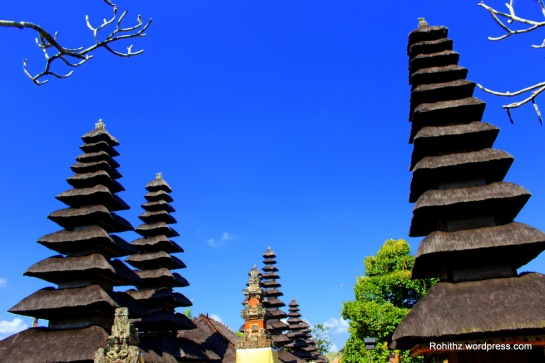 This eleven-tiered meru (at your right-hand corner  of the complex) is dedicated to the Rice Goddess Dewi Sri.