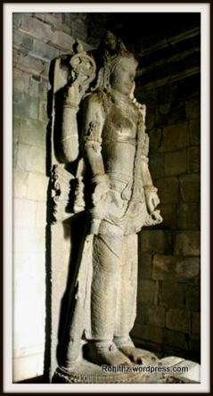 A unique Statue of Lord Shiva- 3m high, bearing Lakçana (attributes or symbol) of Shiva such as skull and sickle at the crown, and third eye on the forehead, also four hands that holds Shiva's symbols: a prayer beads, feather duster, and trisula (trident).