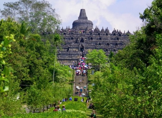 Picture of Borobodur while walking from the entrance to the site..