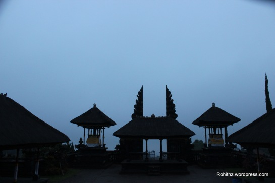 Whole temple complex is surrounded by the clouds. It made us to feel like as if we are in the abode of Shiva