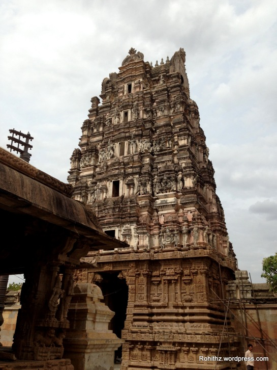 """I felt my chest inflated after seeing this temple-  Arts(intricate carvings & sculpture),Architecture(Gopuras & Mandapas) & people.  I thought """"this is what it makes me happy."""""""