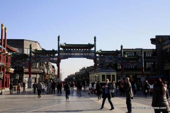 Qianmen Dajie is a recently restored pedestrian street in the architectural style of old Peking with little shops & restaurants. Connected to Qianmen, the Dashilar area is a vibrant mix of historic shops and hutong streets.