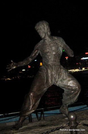 Avenue of stars is located on Victoria Harbor waterfront in Tsim sha tsui. It honours celebrities of Hongkong. This is a Bruce Lee Statue.
