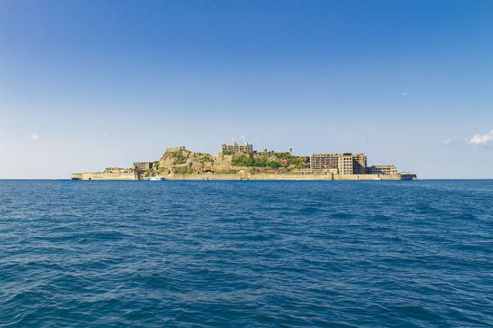 Gunkanjima_Island_from_the_Sea