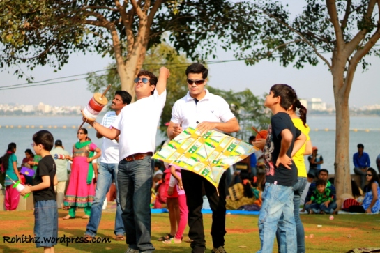 People of all ages were enjoying by flying kites at Necklace road