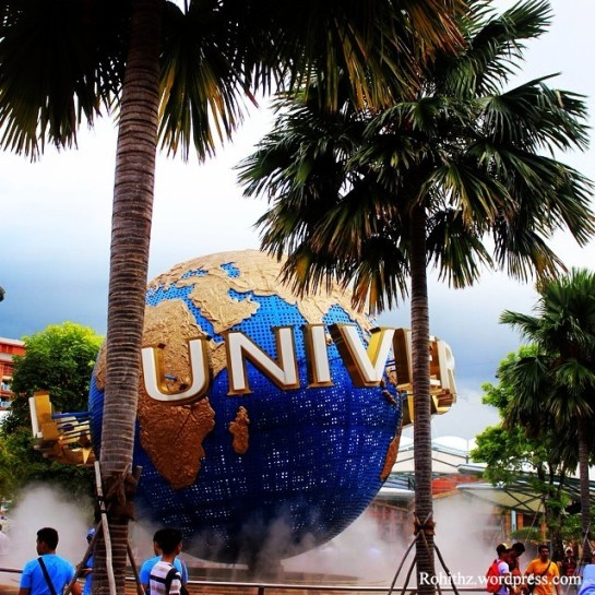 Clicked at universal studios, Singapore.  If you plan a visit to this place don't miss transformers ride & the revenge of the mummy.. They are totally adrenaline filled rides..