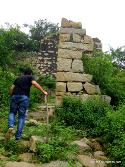 The fort & monuments demand about 2-3 kms trek from Ghanpur village.